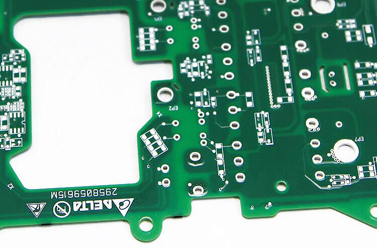 SchedeEletroniche Rewolucja w tworzywach sztucznych: laser FLYPEAK do znakowania każdego z nich