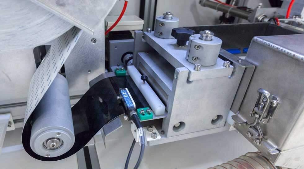 LASER-LASIT-FOIL-FEEDER-6-01 FlyFoil Feeder: nowe granice w dziedzinie znakowania laserowego na TESA