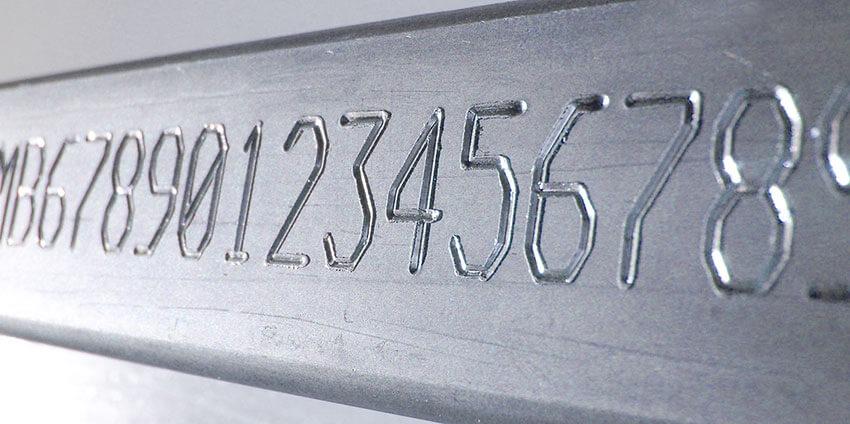 VinCode-02 Automatyczne znakowanie laserowe tabliczek z systemem etykietowania