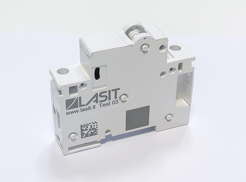 pla-green Automatyczne znakowanie laserowe tabliczek z systemem etykietowania