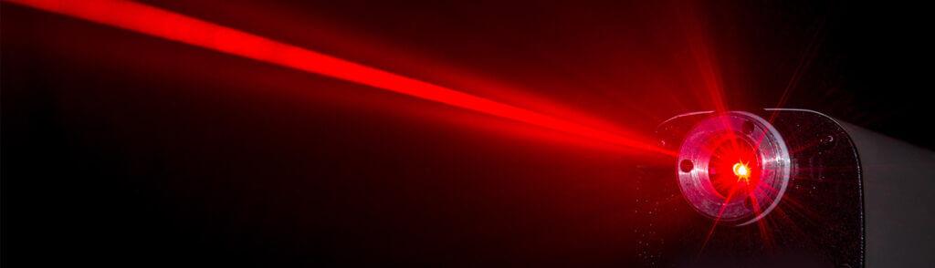 raggio-lasr-articolo-1024x294 Historia lasera: od Einsteina do Gordona Goulda